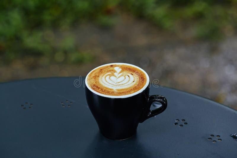 Arte del latte de la taza del café sólo imagenes de archivo