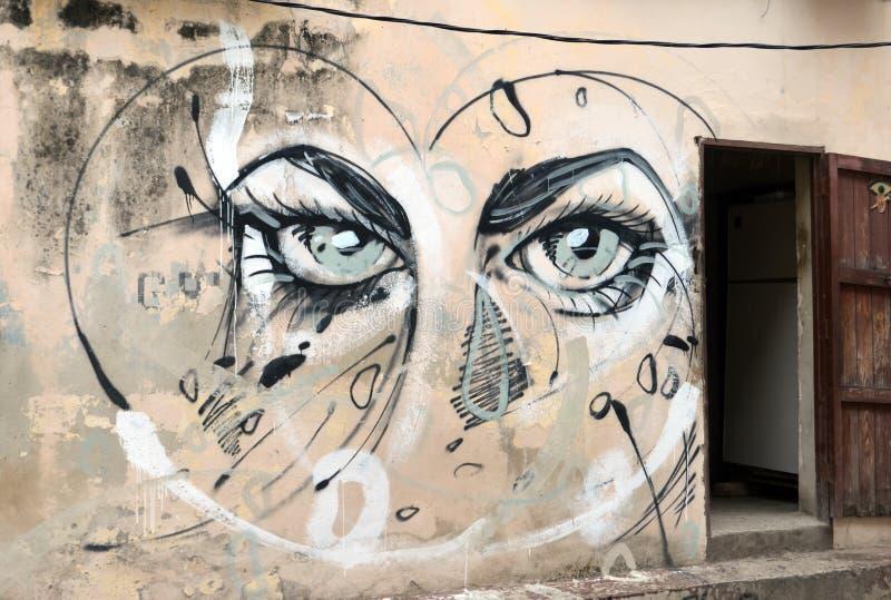 Arte della via a Avana, Cuba: occhi blu notevoli della femmina fotografie stock