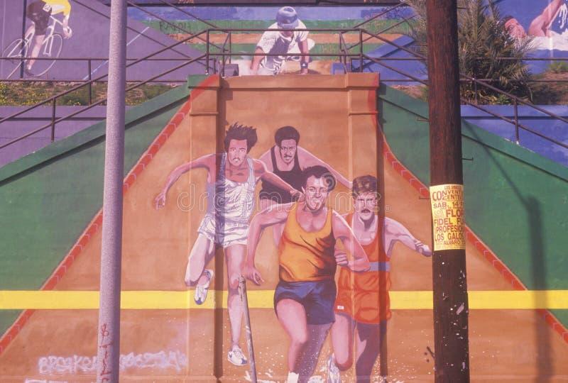 Arte della via che descrive i pareggiatori nella maratona di Los Angeles fotografia stock
