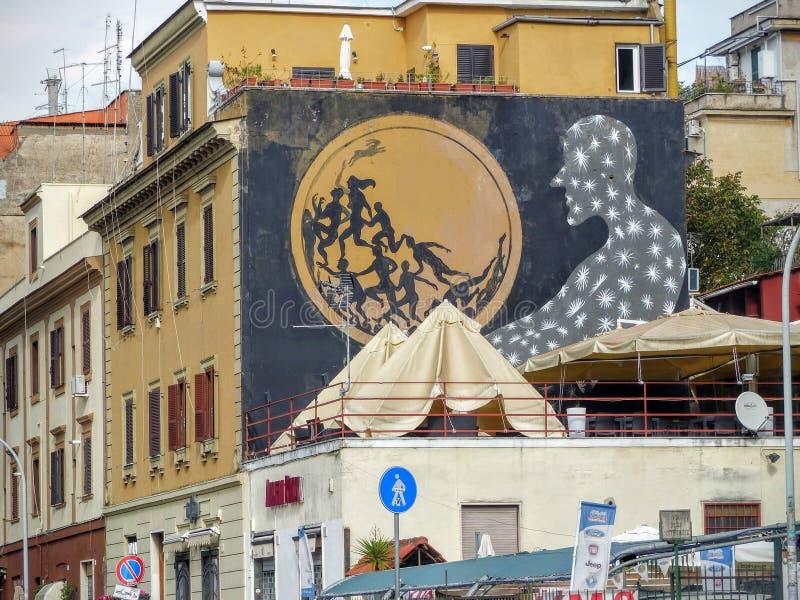 Arte della via di una siluetta nera vestita in stelle che esaminano una sfera di luce a Roma in Italia fotografie stock libere da diritti