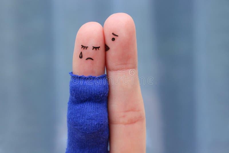 Arte delle dita delle coppie dispiaciute Grida incinti, reassu dell'uomo fotografie stock