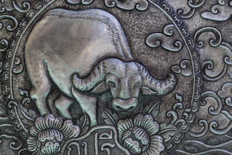 Arte di scultura d'argento di stile tailandese sulla parete del tempio, Wat Srisuphan, Ch fotografie stock