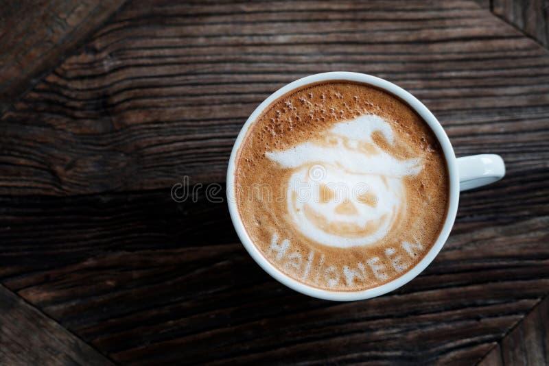 Arte do café do cappuccino da abóbora de Dia das Bruxas fotos de stock royalty free