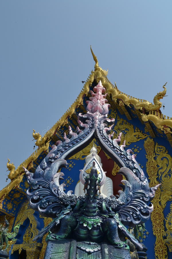 Arte do estuque em Wat Rong Sua Ten, Chiang Rai Province, Tailândia foto de stock