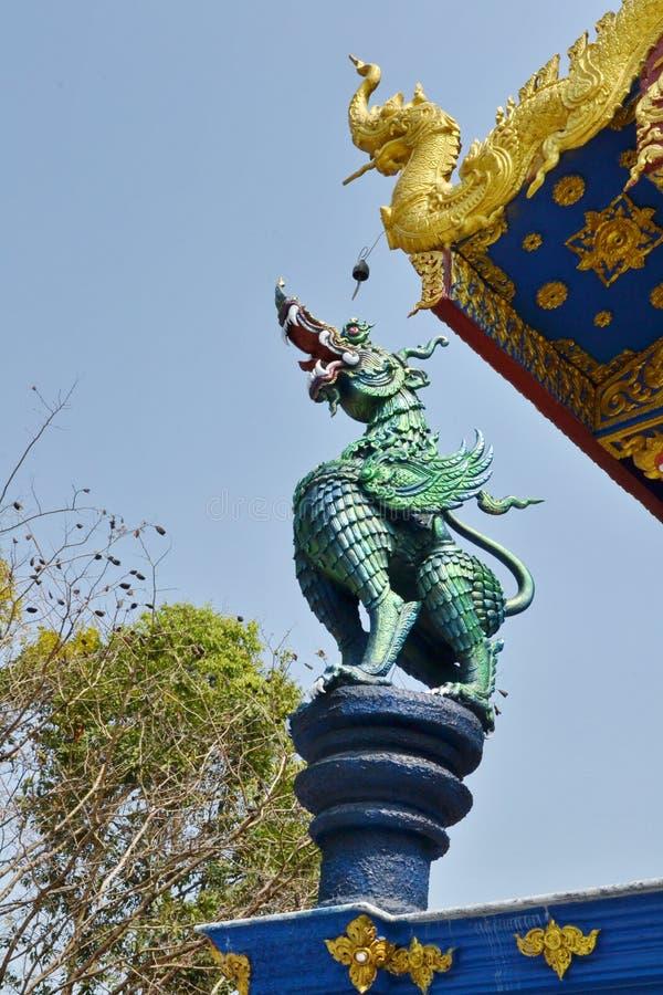 Arte do estuque em Wat Rong Sua Ten, Chiang Rai Province, Tailândia fotografia de stock royalty free