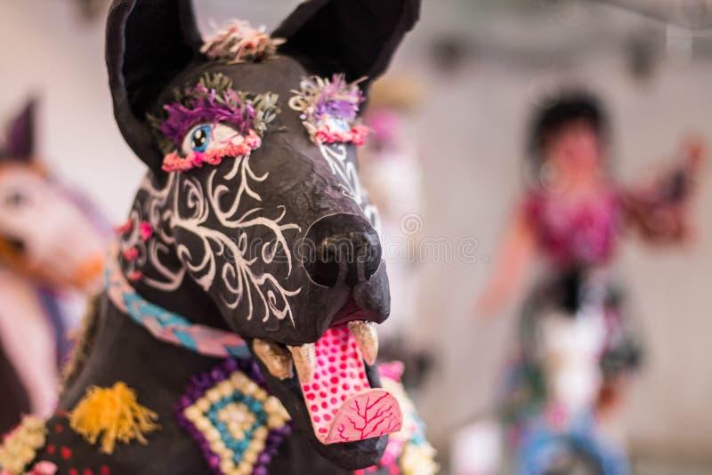 Arte do mexicano do cão do mache do papel de Alebrije foto de stock royalty free