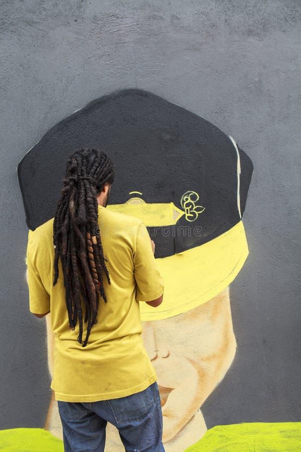 Arte do pintor e dos grafittis em Sao Paulo, Brasil foto de stock