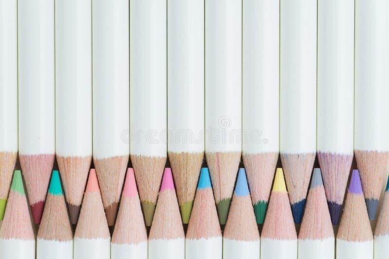 Arte e educação, crianças que colorem o equipamento, colo pastel bonito imagens de stock royalty free