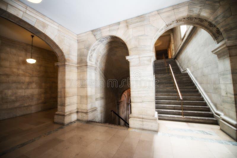 Arte e soffitti dentro la biblioteca pubblica meravigliosa di New York fotografie stock