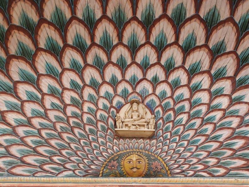 Arte em paredes de Rajasthan, fundo do pavão foto de stock royalty free