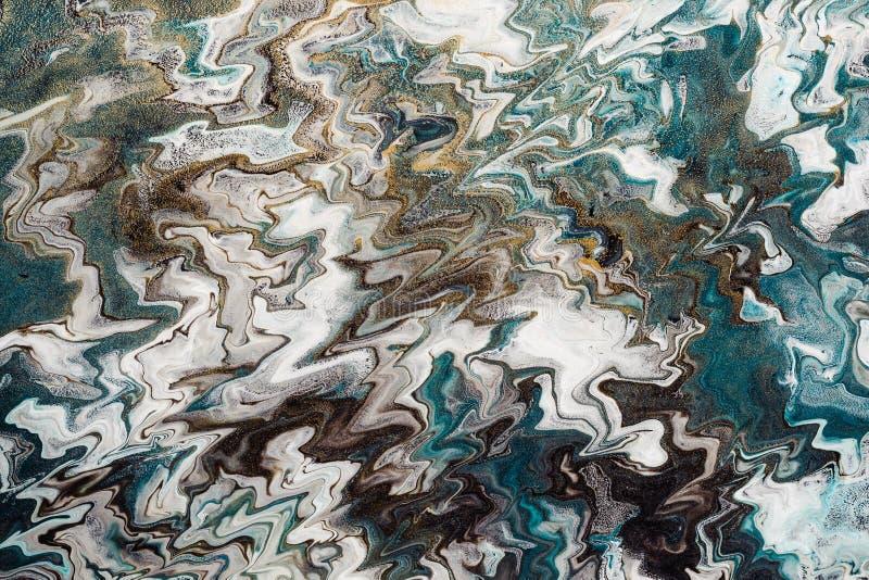Arte fl?ido Fondo o textura ondulado abstracto Líneas blancas y azules del zigzag con las partículas del oro fotografía de archivo