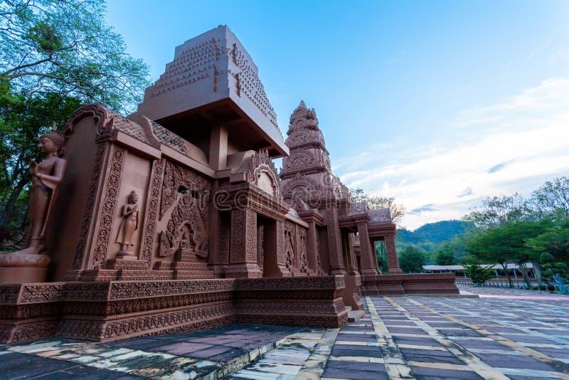 arte grande marrom do Khmer da Buda em Wat Phou Wa imagem de stock royalty free