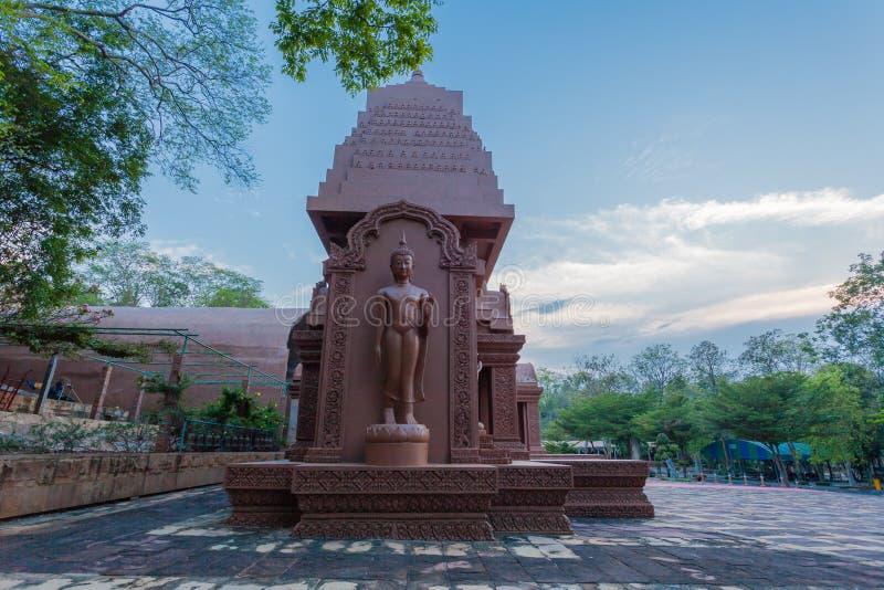 arte grande marrom do Khmer da Buda em Wat Phou Wa fotos de stock