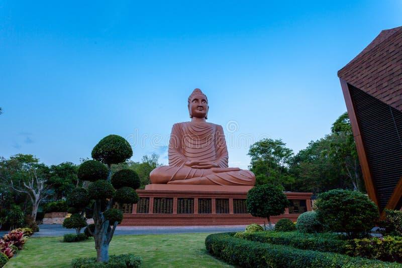 arte grande marrom do Khmer da Buda em Wat Phou Wa fotos de stock royalty free