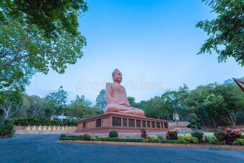 arte grande marrom do Khmer da Buda em Wat Phou Wa fotografia de stock