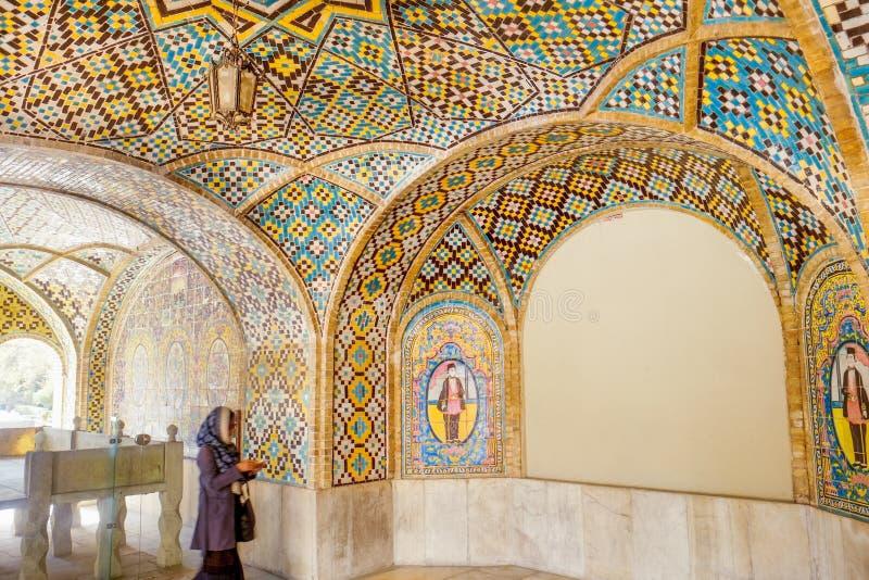 Arte interior de la teja dentro de Karim Khani Nook Palacio de Golestan fotografía de archivo libre de regalías