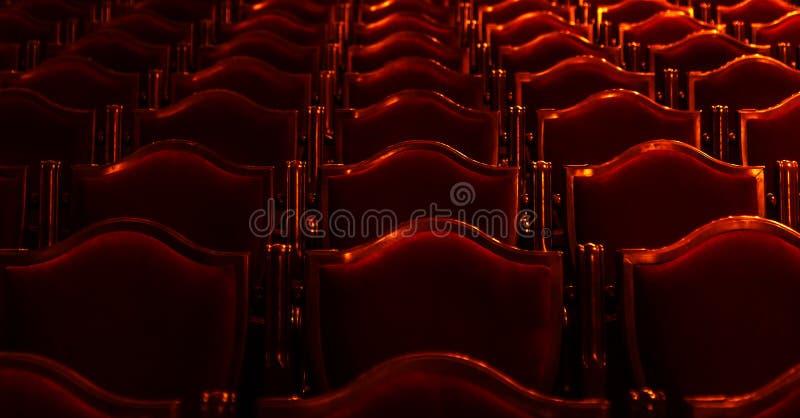 Arte interior del teatro La audiencia con las butacas suaves vacías del teatro de la ópera y de ballet está esperando a la audien foto de archivo libre de regalías