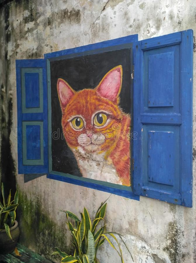 Arte mundialmente famosa da rua com o gato grande dentro da janela aberta wal fotos de stock