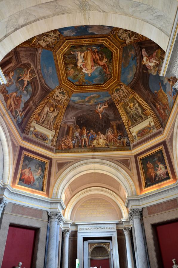 Arte religioso dentro del museo del Vaticano fotografía de archivo