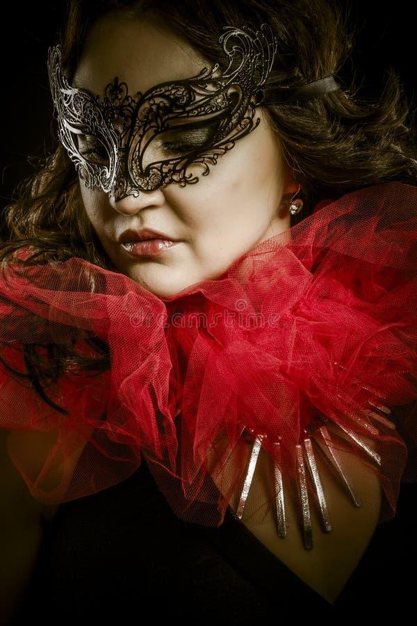 Arte scura di fantasia, donna sensuale con la maschera veneziana, cabaret fotografia stock libera da diritti