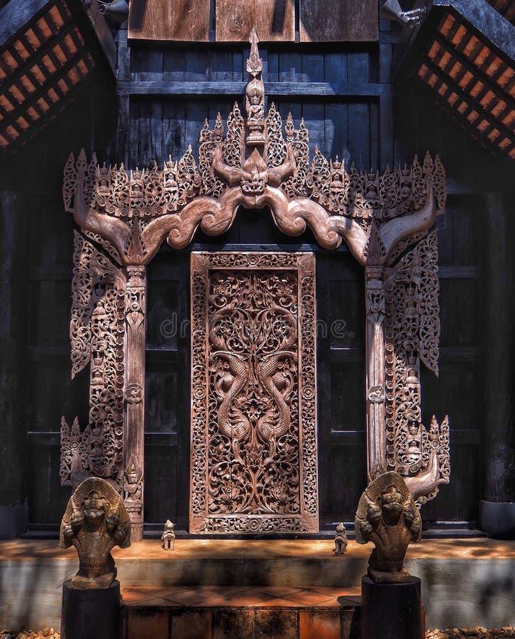 Arte sulla porta al museo della diga di Baan immagini stock