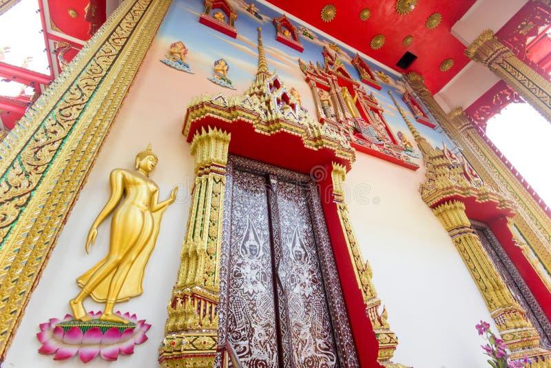 Arte tailandés de la puerta fotos de archivo