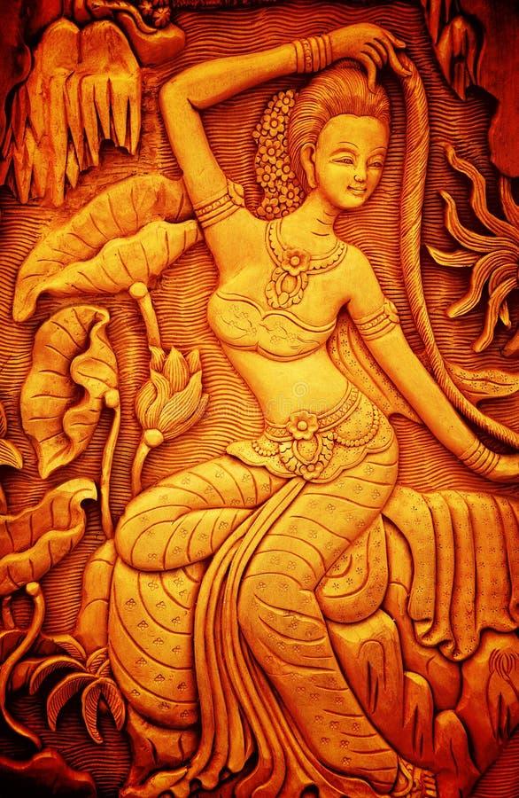 Arte tailandesa do estilo que cinzela a madeira imagem de stock royalty free