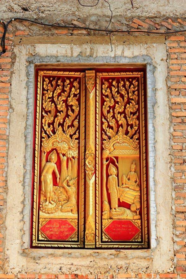 Arte tailandesa do molde do estilo no templo da janela fotografia de stock