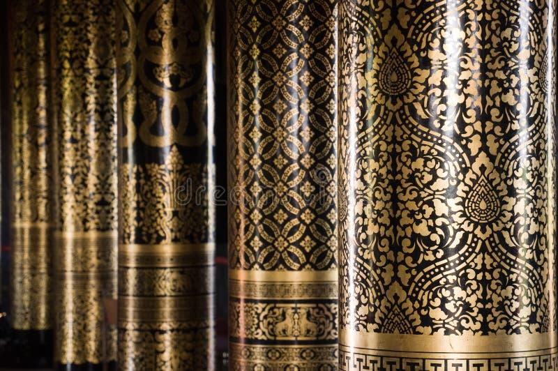 Arte tailandesa na coluna imagens de stock
