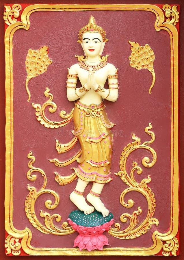 Arte tailandesa tradicional do estilo do estuque imagens de stock royalty free
