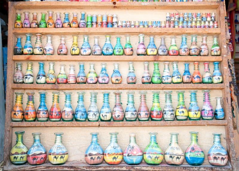Arte tradicional de la arena de la botella del desierto fotografía de archivo libre de regalías