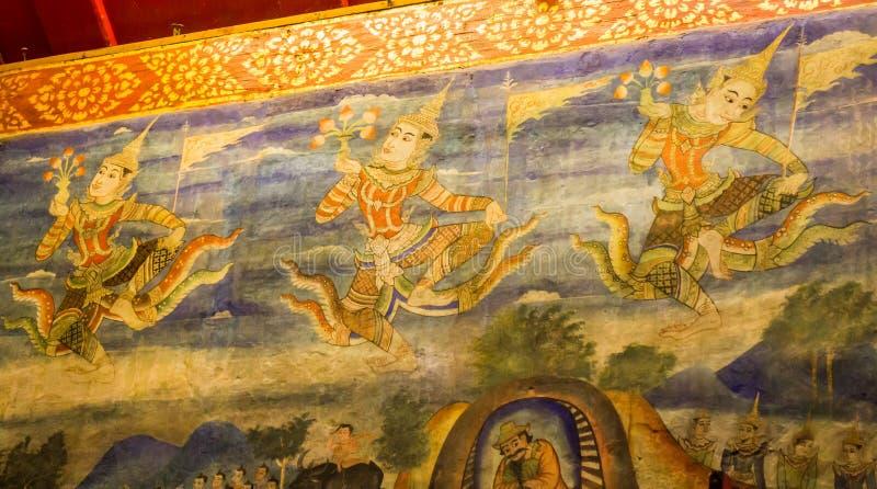 Arte tradicional de la pintura en la pared en templo tailandés fotos de archivo