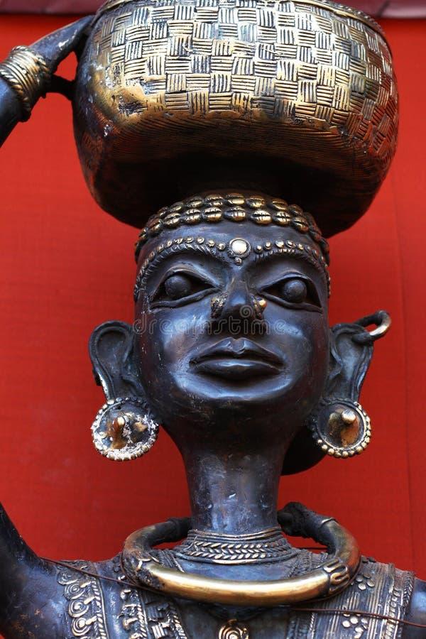 Arte tribale, modello di una donna tribale fotografia stock