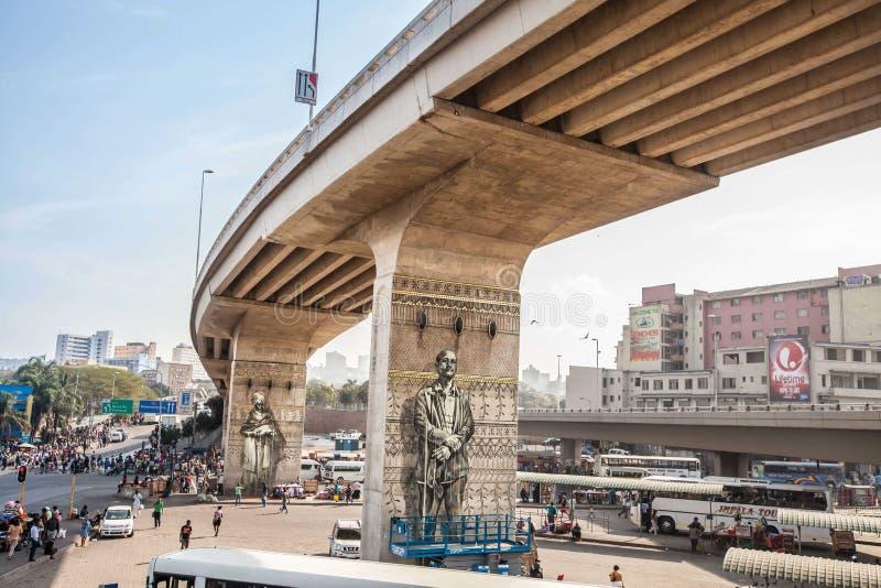 Arte urbano icónico debajo del puente surafricano de la ciudad fotografía de archivo libre de regalías