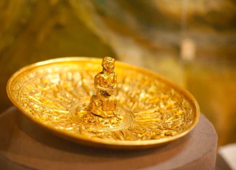 Artefacto antiguo del oro imagenes de archivo