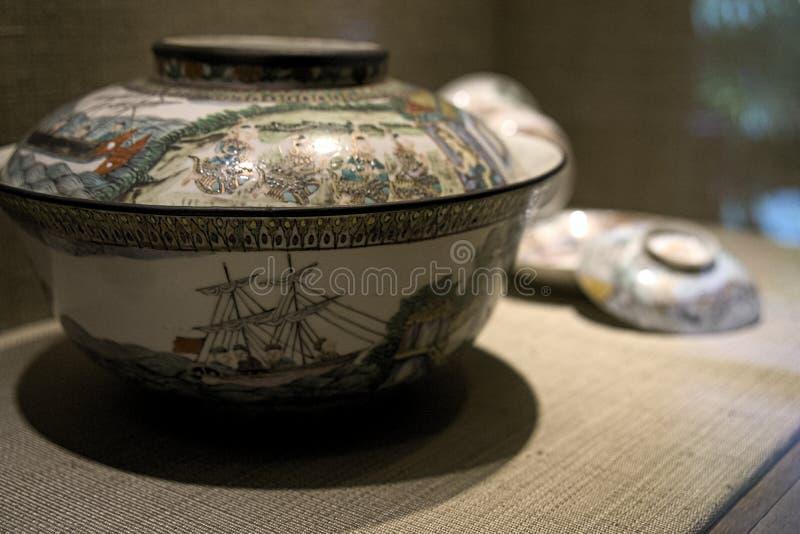 Artefacto antiguo del pote del florero de Asia imagen de archivo