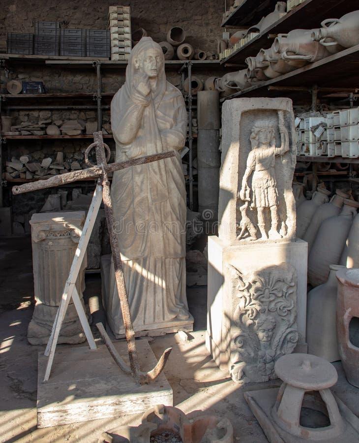 Artefactos recuperados en las ruinas de Pompeya foto de archivo
