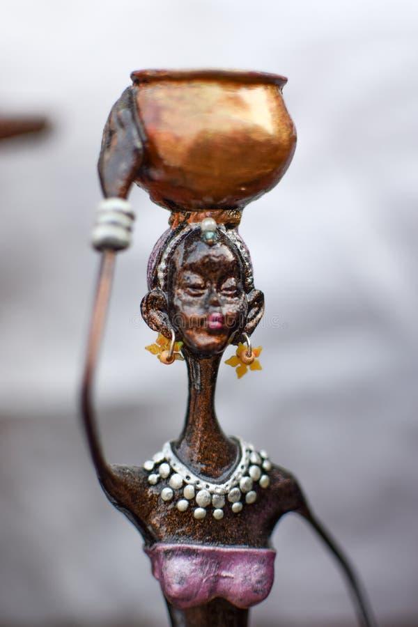 Artefakty z pomnika brązowego do sprzedaży na rynku dekoracji domowej zdjęcie royalty free