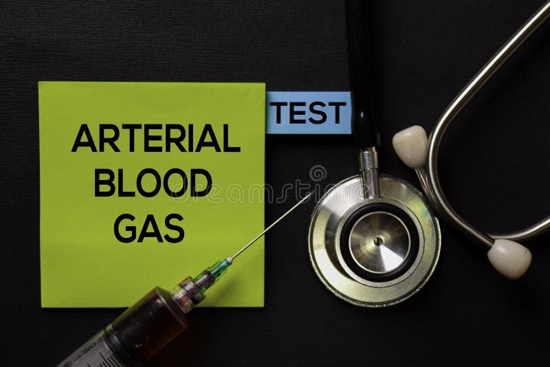 Arterialny Krwionośny gaz - test na odgórnego widoku czerni stole z próbką krwi, opieką zdrowotną i medycznym pojęciem/ zdjęcia stock