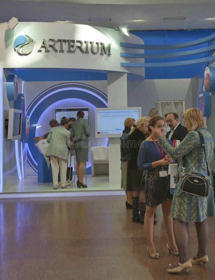 Arterium ukrainskt farmaceutiskt företagsbås royaltyfri foto