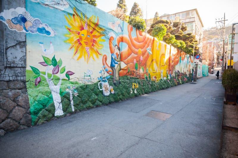 Artes de la calle en pueblo del mural de Ihwa fotografía de archivo