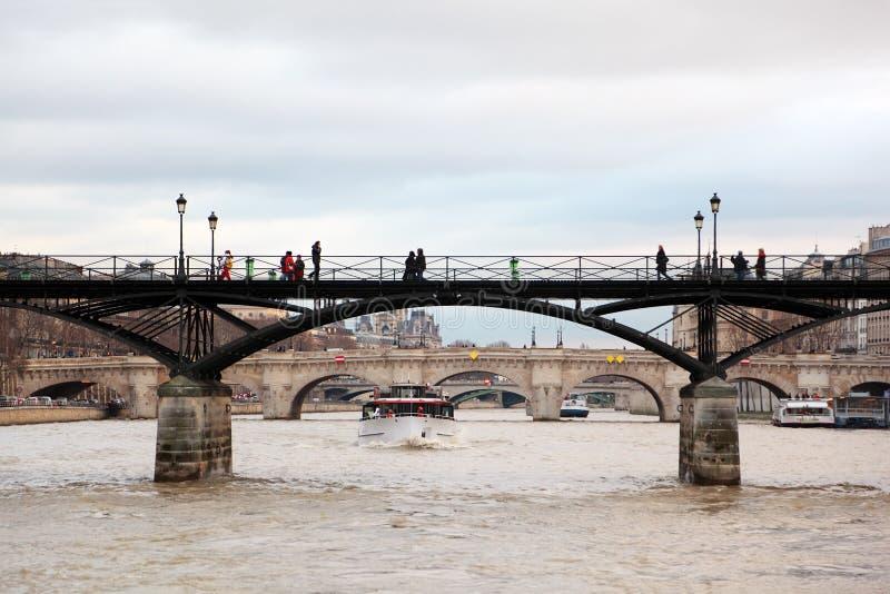 Artes do DES de Pont, rio de Seine, Pont real em Paris imagem de stock royalty free
