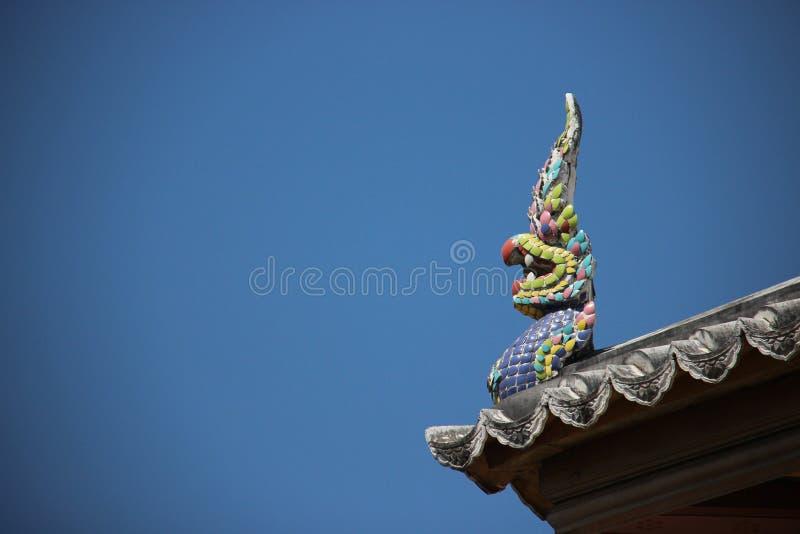 Artes e Naga cerâmico colorido histórico com céu azul imagem de stock royalty free