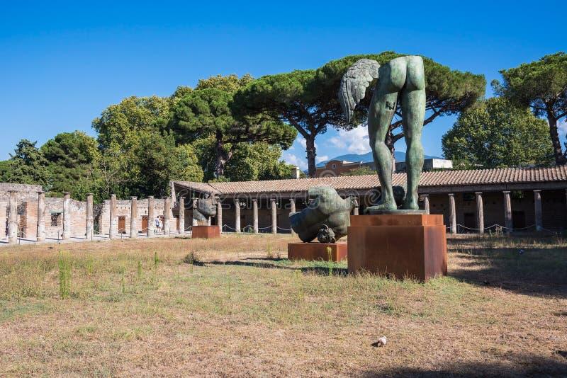 Download Artes Finalas Do Escultor Polonês Mitoraj Em Pompeii Fotografia Editorial - Imagem de cidade, europa: 80100867