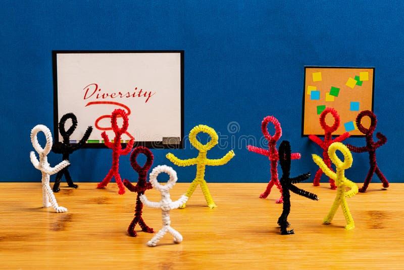 Artes más limpios de tubo concepto de la gente del limpiador de tubo para la diversidad cultural en negocio imagenes de archivo