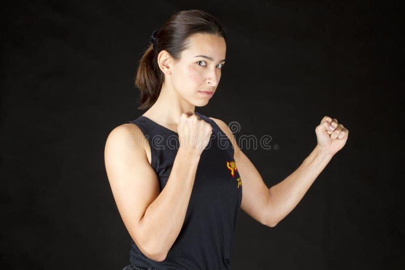 Artes marciais praticando da mulher fotos de stock royalty free