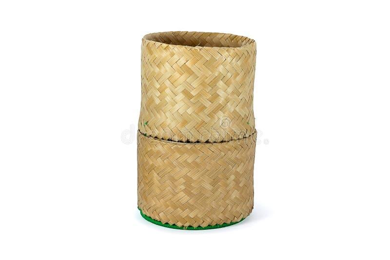 Artesanía de bambú de mimbre de la tradición del arroz pegajoso con el backgr blanco fotografía de archivo
