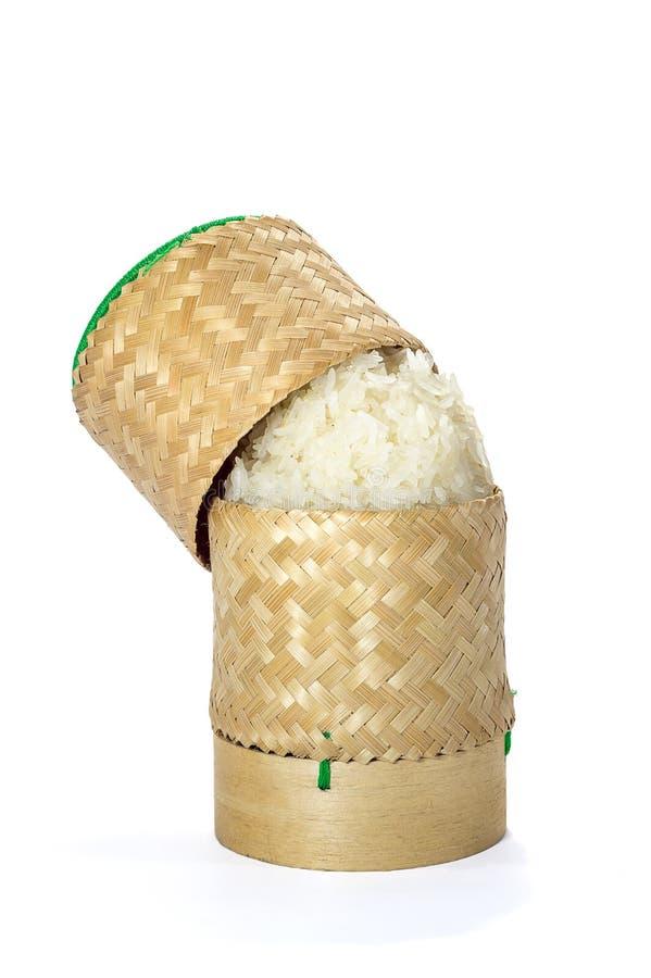 Artesanía de bambú de mimbre de la tradición del arroz pegajoso con el backgr blanco foto de archivo libre de regalías