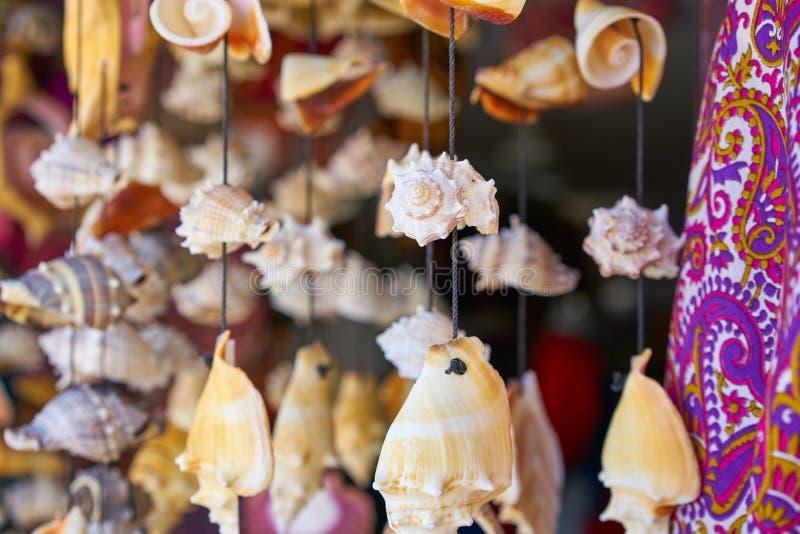 artesanía móvil del carillón de viento de la concha marina imagenes de archivo