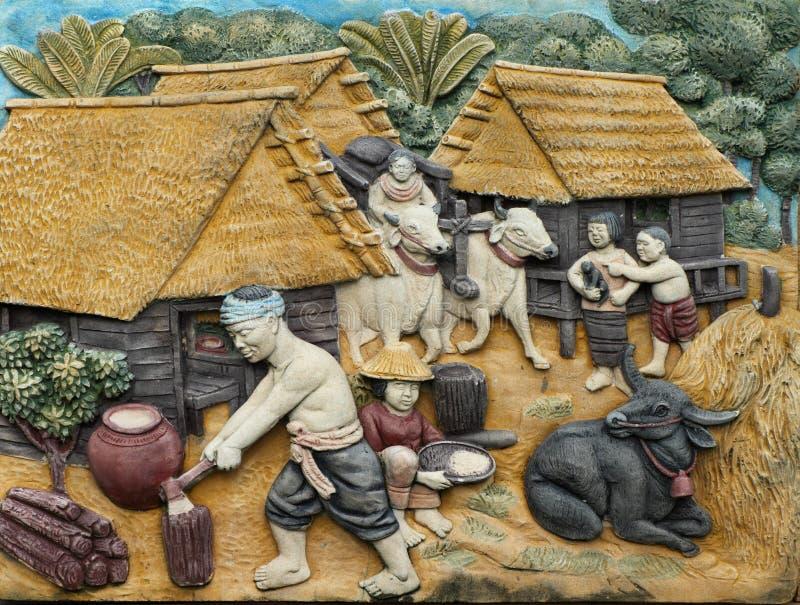 Artesanía tailandesa del estilo de la tradición tailandesa en la pared imágenes de archivo libres de regalías